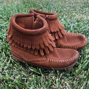 Brown Minnetonka Toddler Boots (size 7)